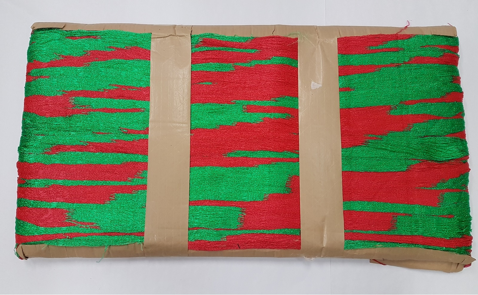 18 Knitted Netting – Colour – Red and Green
