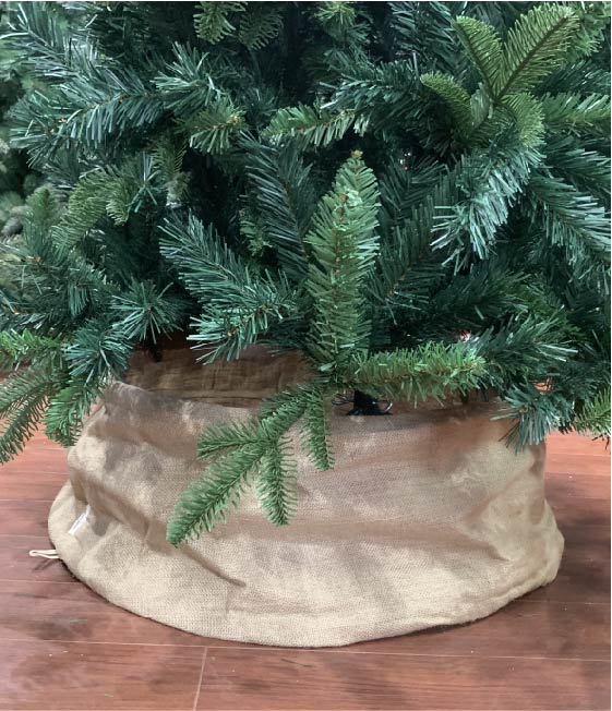 Burlap—Christmas-Tree—Collar—With-Tree
